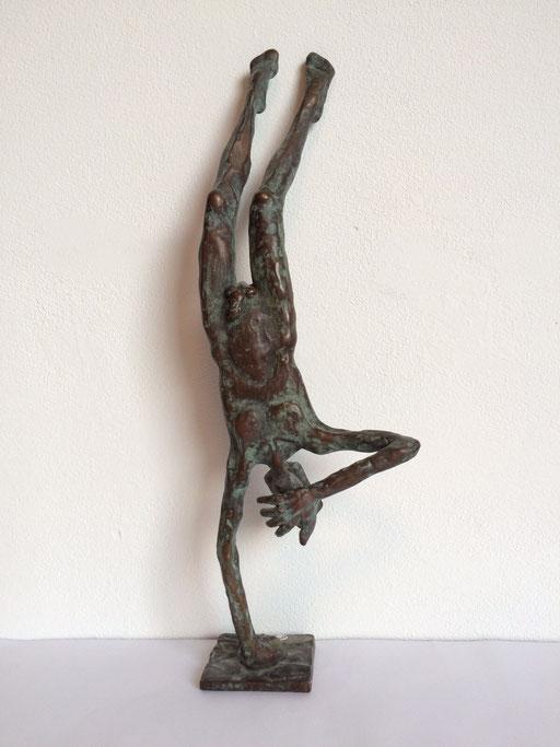 Handstand, Bronze, 36cm. 1625 Euro