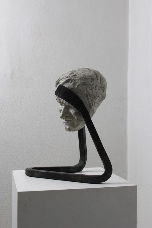 Christian Feig, Leidend, aus der Serie: Die 9 Emotionalen, 2014, Beton & Stahl, 45 x 37 x 24 cm