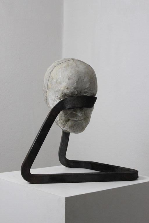 Christian Feig, Trauernd, aus der Serie: Die 9 Emotionalen, 2014, Beton & Stahl, 40 x 38 x 29 cm