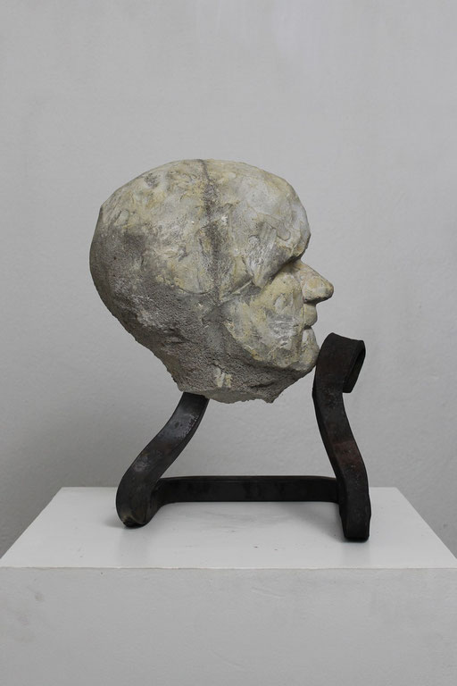 Christian Feig, Grübelnd, aus der Serie: Die 9 Emotionalen, 2014, Beton & Stahl, 38 x 25 x 26 cm