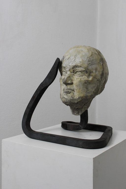 Christian Feig, Gehorchend, aus der Serie: Die 9 Emotionalen, 2014, Beton & Stahl, 38 x 35 x 30 cm
