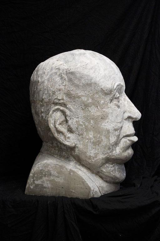 Christian Feig, Hitchcock, 2013, aus der Serie: Movie Masters (Meister des Films), Beton, 74 x 52 x 59 cm