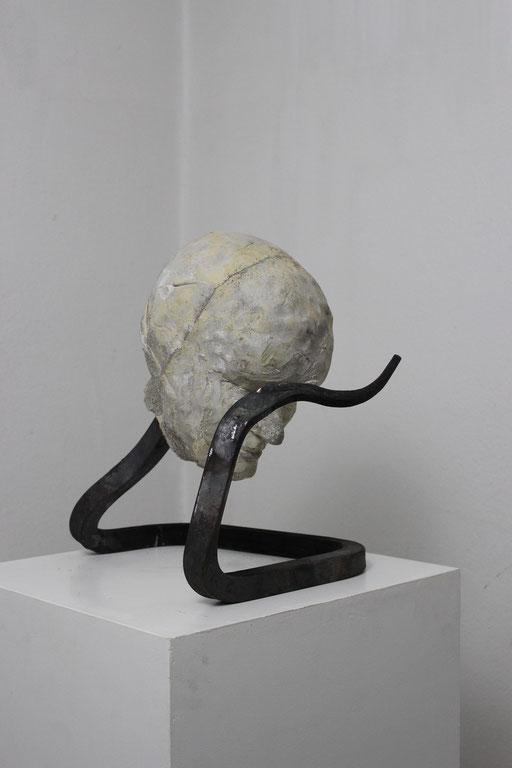 Christian Feig, Bittend, aus der Serie: Die 9 Emotionalen, 2014, Beton & Stahl, 37 x 29 x 44 cm