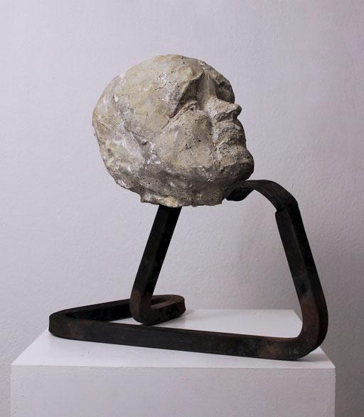 Christian Feig, Anmaßend, aus der Serie: Die 9 Emotionalen, 2014, Beton & Stahl, 43 x 28 x 42 cm
