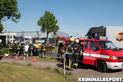 Die Freiwillige Feuerwehr am Unfallort.|Foto: Christopher Sebastian Harms