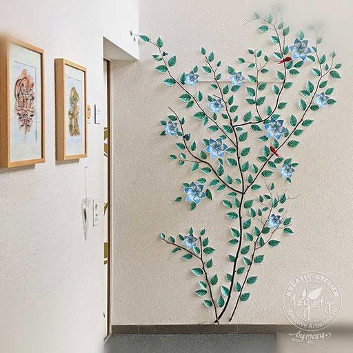 Selbstentworfene Wanddeko aus Papier mit Blättern und 3-D-Blumen und Vögeln, www.kreativearbeiten.ch