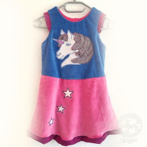 Selbstentworfenes und genähtes Kinderkleid mit Pferdekopf, wendbar und beidseitig zu tragen, www.kreativearbeiten.ch
