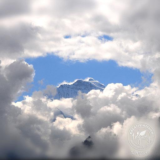 Berg Jungfrau wattig umrahmt mit Wolken, © www.kreativearbeiten.ch