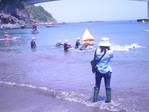 アスリートによる『ウォーターレース』も開催。クロールで泳ぎ、沖のポイントを回ってタイムを競います。