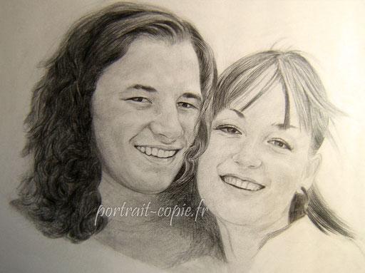 portrait dessin crayon noir  deux  visages sur feuille de  canson.Élaboré à  partir  d une photo.