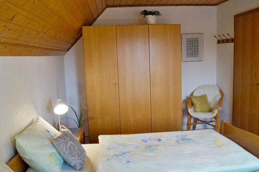 Schlafzimmer 2 mit einem Doppelbett