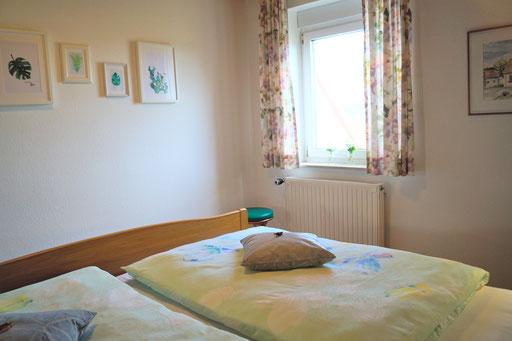"""Schlafzimmer  in unserer Ferienwohnung """"Lausbub"""" am Wachtküppel (Rhön)"""