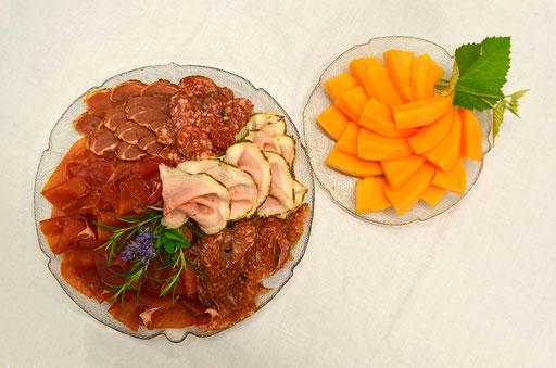 Italienische Schinken- und Salamiauswahl mit Melone