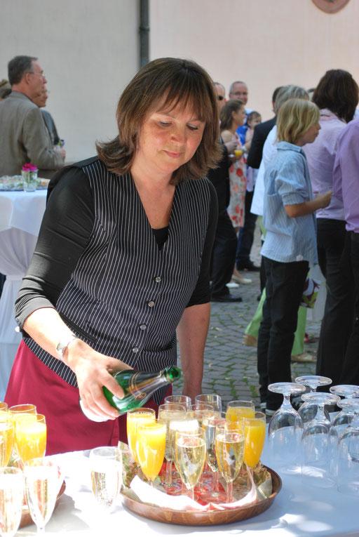 Sektempfang vor der Ettlinger Martinskirche
