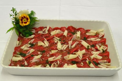 Carpaccio vom Rinderfilet mit Parmesan