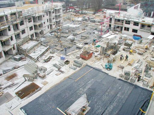 Weiße Decke, ca. 2.000 qm, in der Bauphase vor der Begrünung