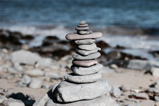 Steinmännchen gebaut auf Alderney