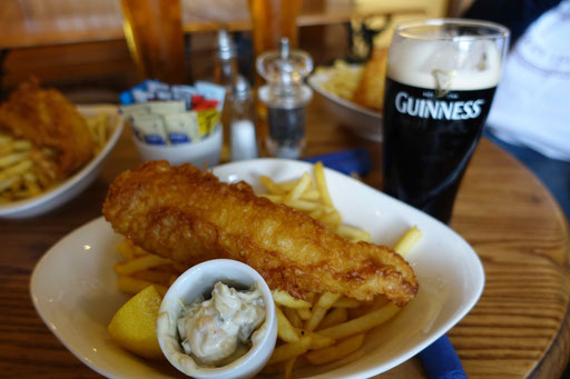 Alderney - Fish'n Chips im Diver's Pub