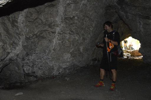 """Im """"Muggendorfer Gebürg"""" - durch diese Höhle muss man durch"""