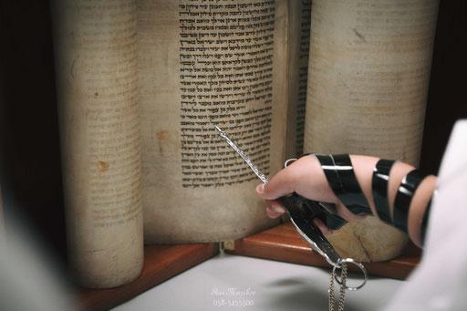 צילום רגע חשוב - קריאה בספר התורה