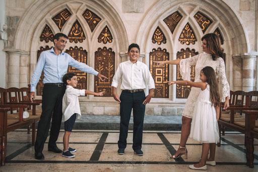 צילום משפחתי בבית כנסת