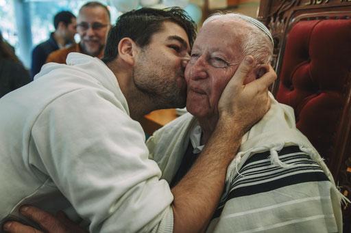 הנשיקה במסעדה - צלם לברית סטאס מוזיקוב