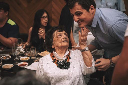יום הולדת לסבתא - קבלי נשיקה