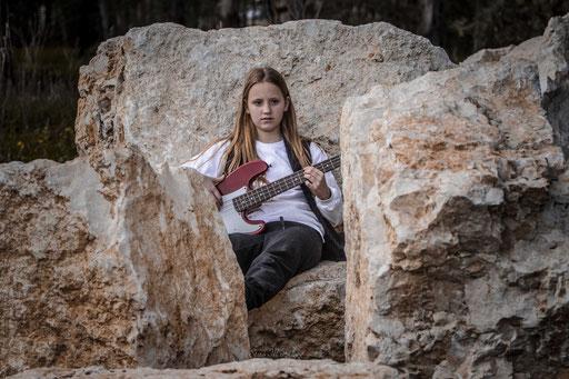 גיטרה וספסל