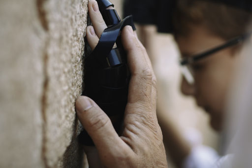 תפילה של גברים - הפקת בר מצווה בכותל