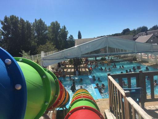 Toboggans aquatiques de la piscine couverte chauffée