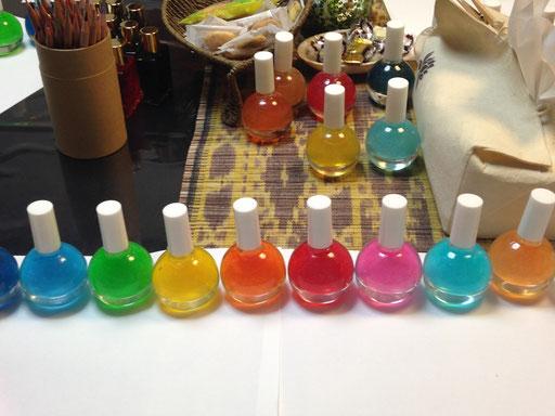 11色のラメ入りミストラブカラーズ
