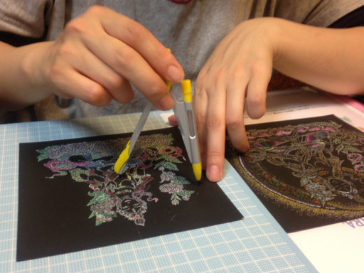 点描仏画を描く手順などは指導いたします。