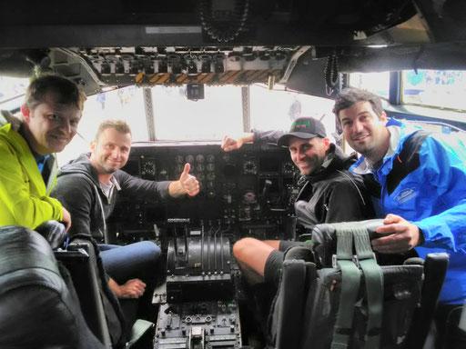 Im Cockpit der Hercules C-130