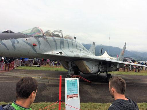 Hermann vor der legendären  russischen MiG29