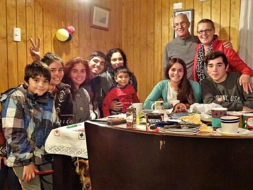 Francisca (3. von links) und ihre Familie