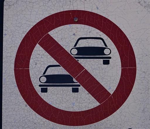 Überfahren verboten