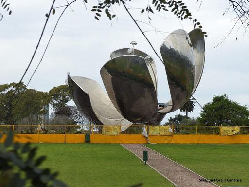 Floralis Genérica - Metall-Skulptur in Form einer Blume, die sich öffnet und schliesst