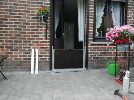 Photo-barriere-anti-inondation-porte-maison-caches en inox  démontés