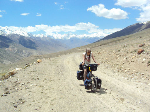 Au Tadjikistan avec vue sur l'Hindu-Kush