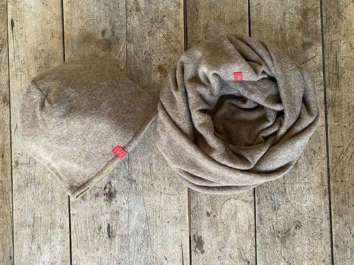 Set aus Angora-Jersey in sand: Mütze und Rundschal | Mütze 26,00 Euro, Schal 34,00 Euro