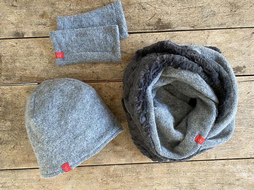 Set aus Schurwolle in grau: Mütze mit Plüsch-Rundschal und Pulswärmer | Mütze 26,00 Euro, Schal 49,00 Euro, Pulswärmer 22,00 Euro