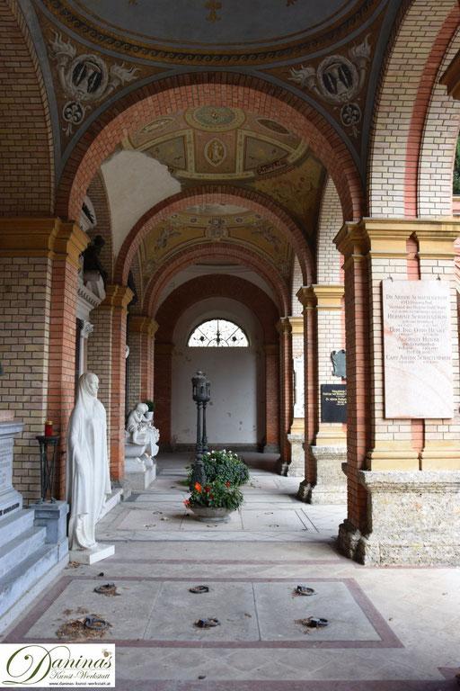 Von kulturhistorischer Bedeutung: Die gemauerten Arkaden des Salzburger Kommunalfriedhofs.