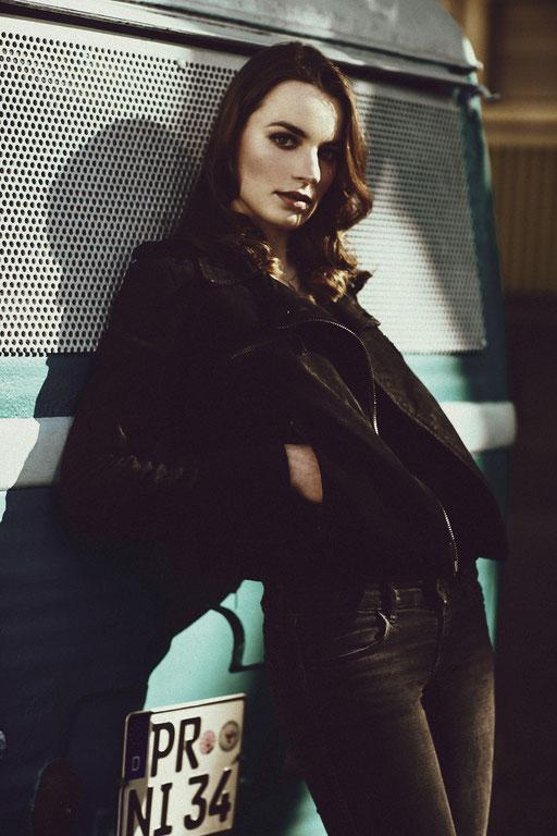 Photographer: Maximilian Weber   Model: Julika