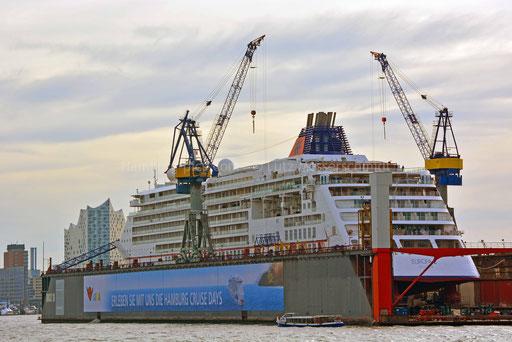 Hamburger Hafen - 223 (MS EUROPA 2 im DOCK 10)