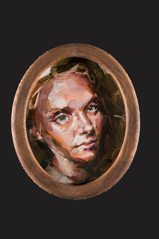 o.t(josephine), oval, 30 x20 cm, oil on linen, framed