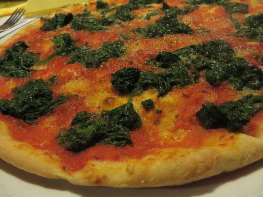 Ancora Pizze: Spinaci e aglio (Tomaten, Spinat und gut schmeckbar: leckerer frischer Knoblauch, ohne Käse)