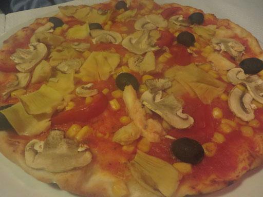 Pizza Vegetariana (Tomaten, Champignons, Artischocken, Paprika, Mais, Oliven, ohne Käse)