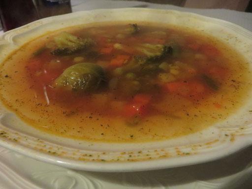 Minestrone, eine oder wohl eher DIE italienische Gemüsesuppe