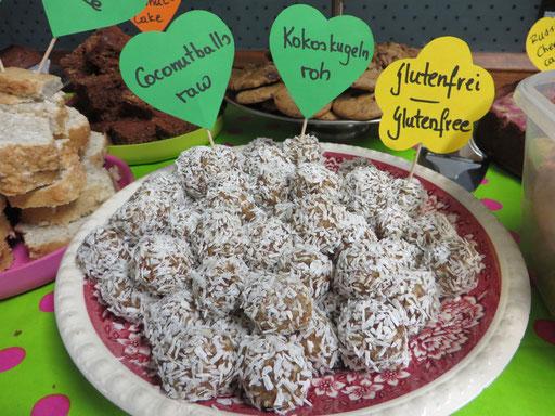 Kokoskugeln - ohne Zucker und dennoch angenehm süß!