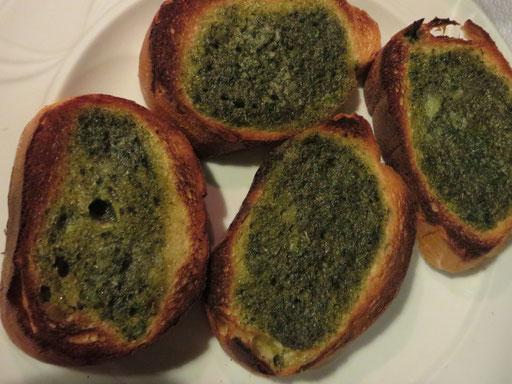 Bruschetta al aglio e olio (geröstetes Knoblauchbrot, das so richtig prächtig nach frischem Knoblauch mundete)